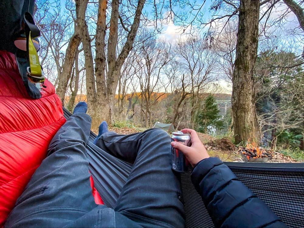 ハンモックで横になって寛ぎながら見える景色