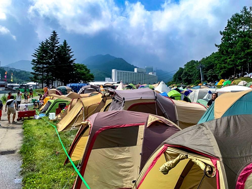 フジロック開催中はテントで埋まるサイトの様子