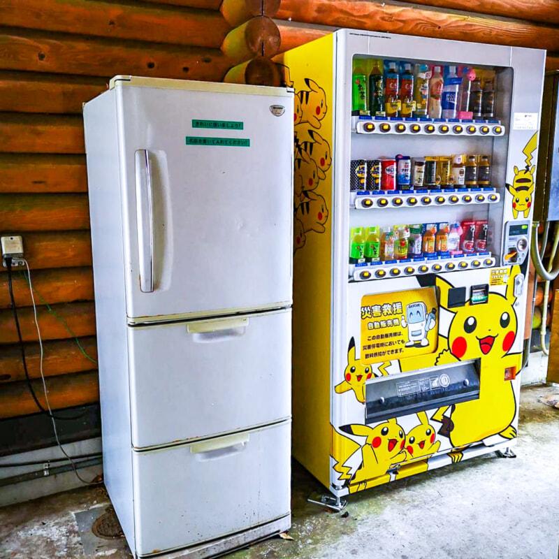 乙女森林公園第2キャンプ場の共有冷蔵庫と自動販売機