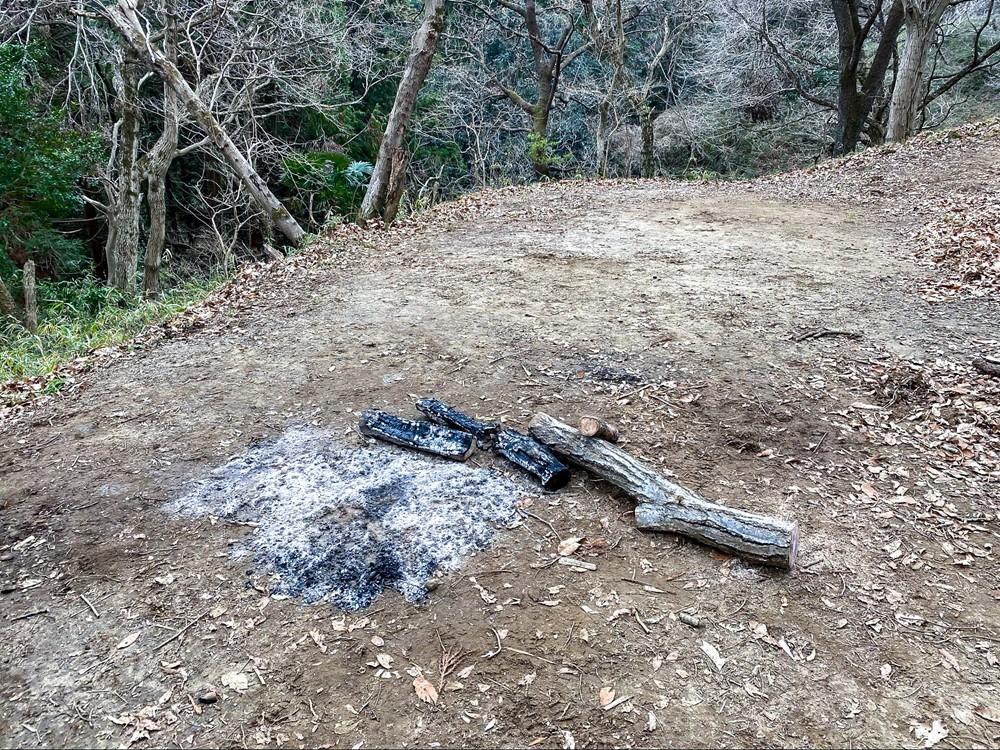 勝古沢キャンプ場は直火が可能
