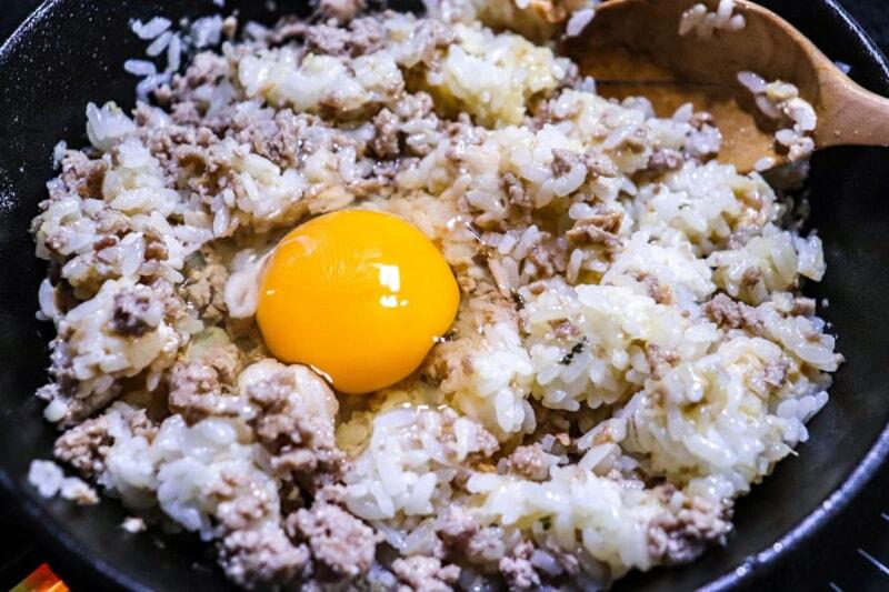 卵を入れてさらに炒める