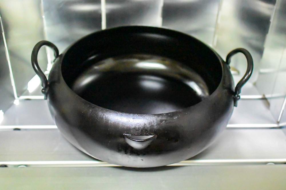 揚げ物用のデカくて重い鍋