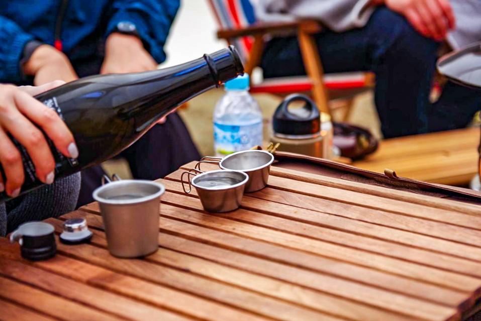 日本酒ならグループキャンプでおすそ分けが出来る