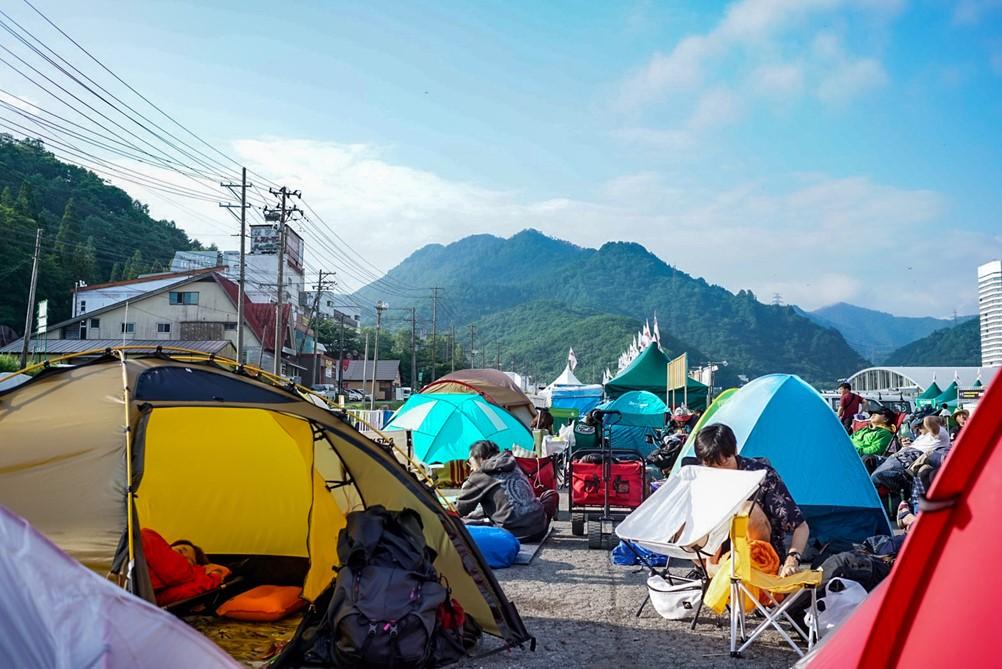 至る所に立ち並ぶテント