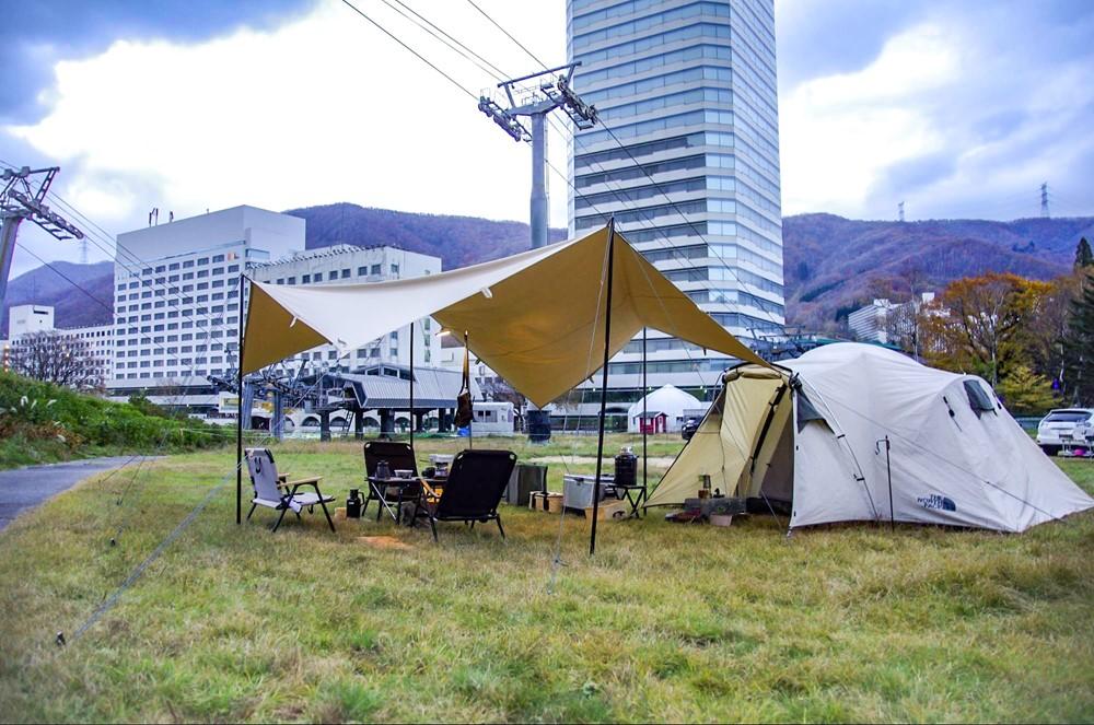 苗場高原オートキャンプ場でキャンプを楽しむ