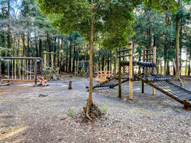 豊里ゆかりの森にある子供の遊具