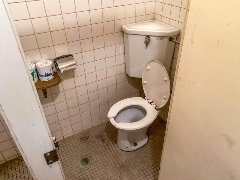 豊里ゆかりの森の昆虫館にある男子トイレ個室