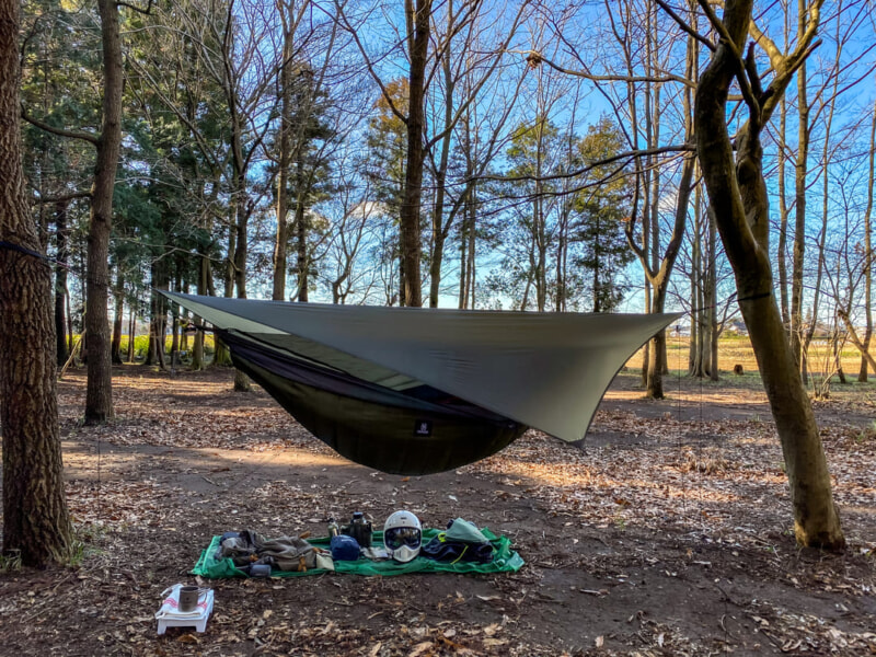 豊里ゆかりの森キャンプ場でハンモック泊の準備