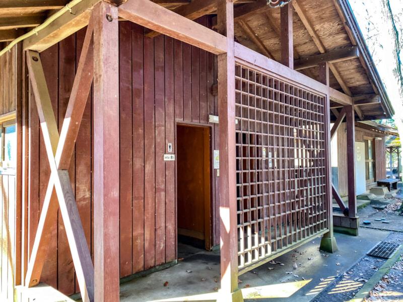 豊里ゆかりの森キャンプ場のトイレ