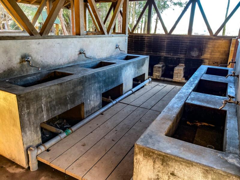 豊里ゆかりの森キャンプ場の屋根付き炊事場
