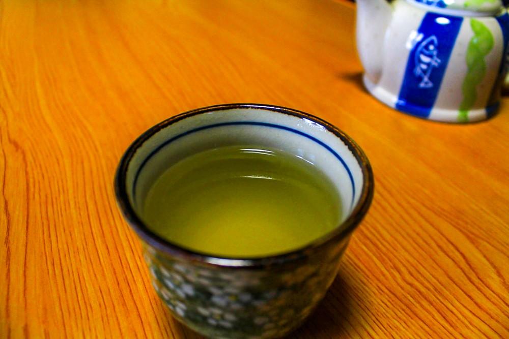 野生の茶の木で作った自家製のお茶