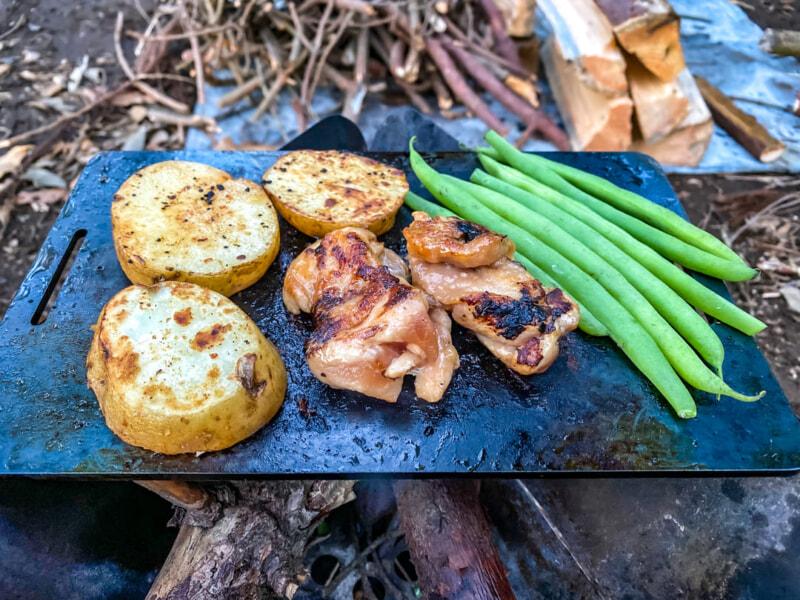 鉄板で肉とジャガイモとインゲンを焼いたヤツ