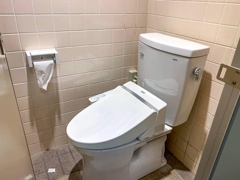 トイレ管理棟-1