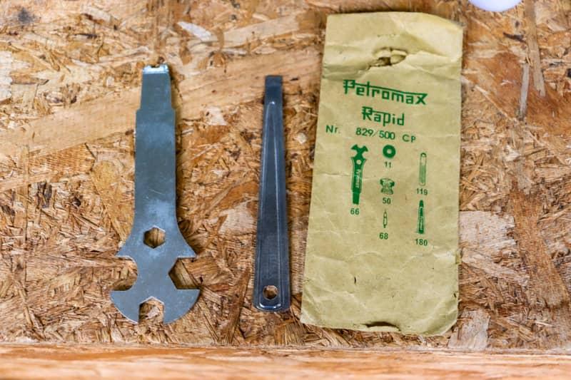 ペトロマックスHK500に付属している専用工具