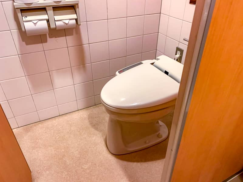 メインホール内のトイレ