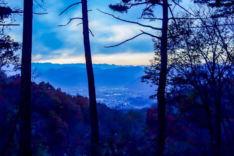 市民の森キャンプ場から眺める薄暗くなった上田市街