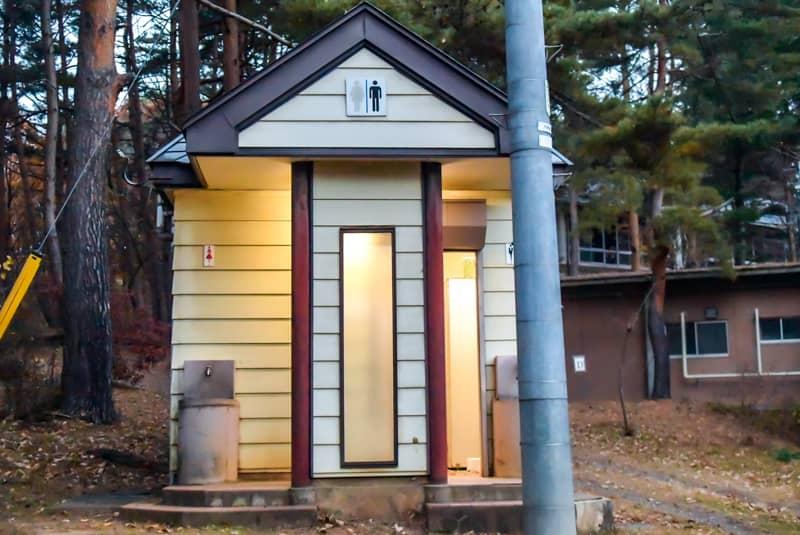 市民の森キャンプ場のトイレ
