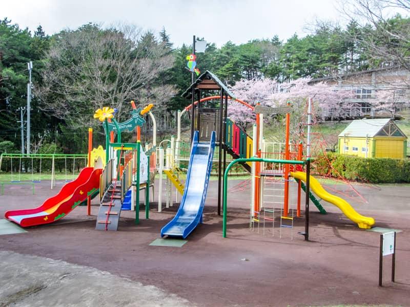 市民の森公園の子ども広場にある遊具
