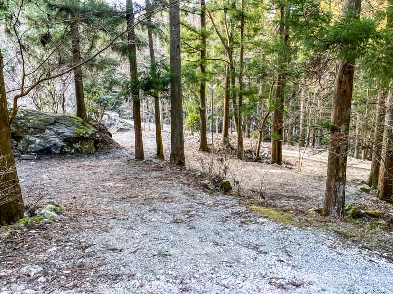 椿荘オートキャンプ場南の森手前の狭いサイト