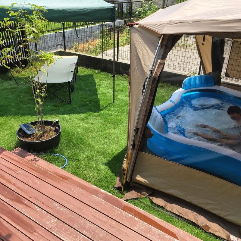 庭プールとテント