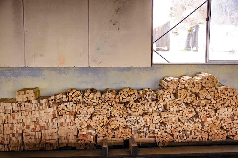 薪は管理棟で購入できる