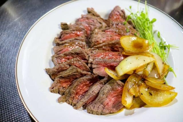 【簡単レシピ付き】キャンプ&お家でダッチオーブンの本格肉料理を作ろう!