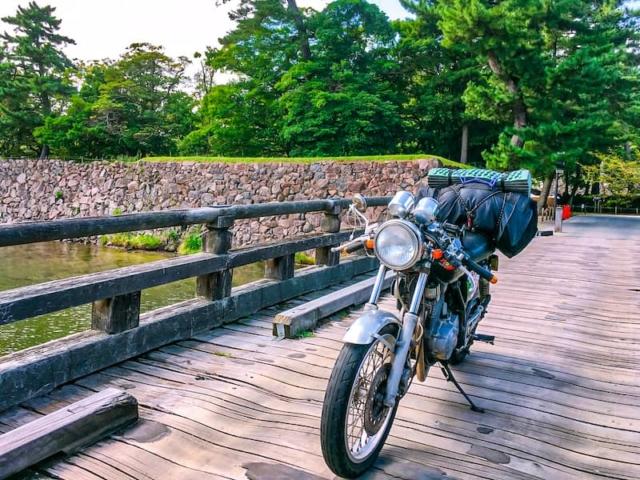 【キャンプツーリング初心者必見】バイクで行く春夏キャンツー装備紹介