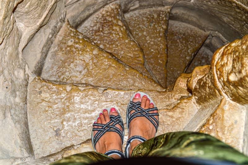 お城の狭い階段