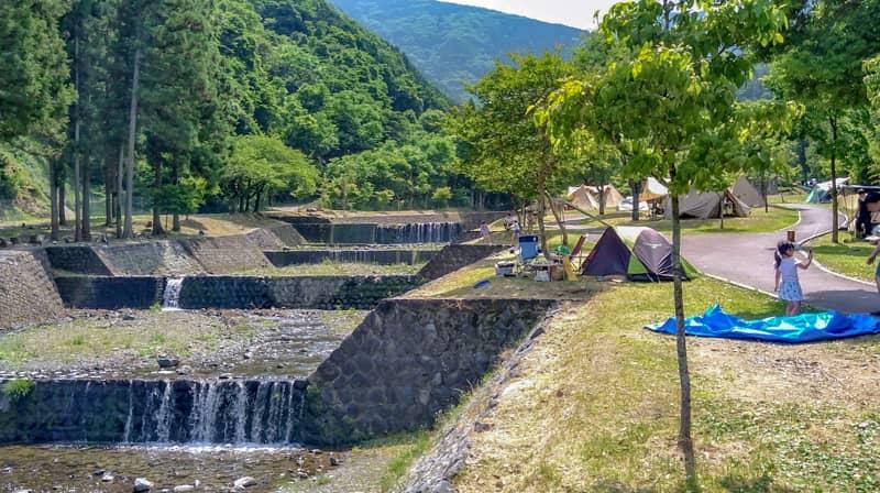 大津谷公園キャンプ場全景