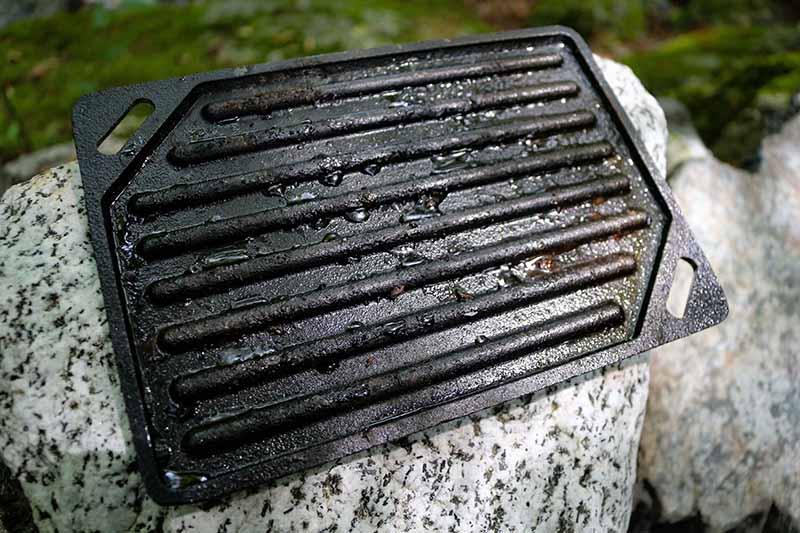 若干錆びた鉄板