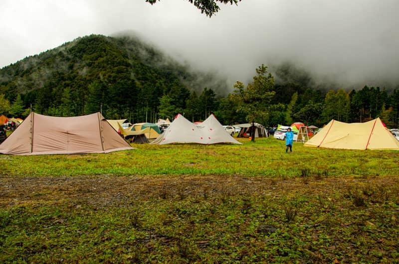 雨キャンプはメリットだらけ