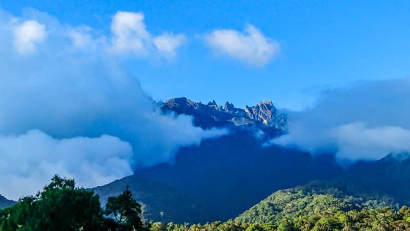 東南アジア最高峰の世界遺産キナバル山へ