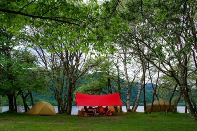 雨がキャンプ中止の理由にならなくなる?雨キャンプのメリットと楽しみ方
