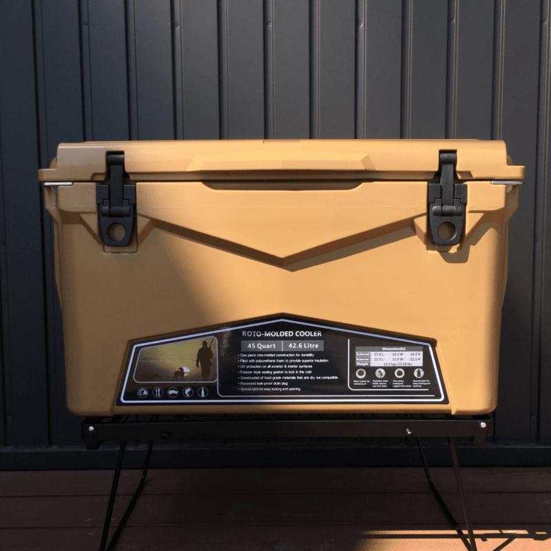 コヨーテカラーのクーラーボックス