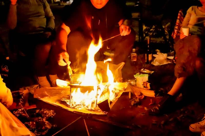 仕事帰りに焚き火をしよう!会社帰りに集まる「日帰り焚き火キャンプ」のススメ
