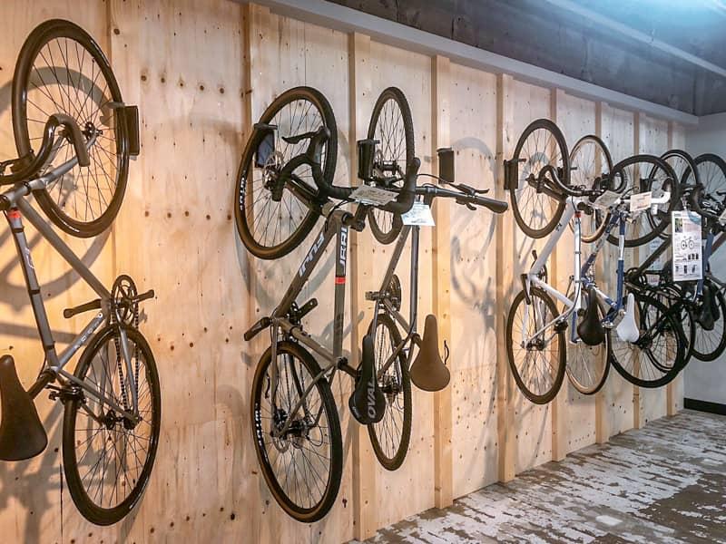 自転車壁かけ