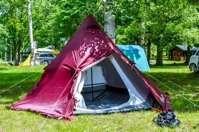 購入したテントのカラーはボルドー