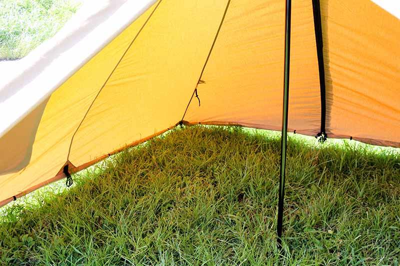 1-48スカートを畳んだ状態のテントの中