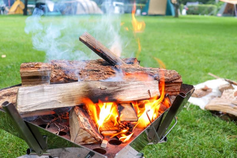 たき火初心者が着火剤なしで「ふたりソロキャンプ」片手に着火に挑んだ話