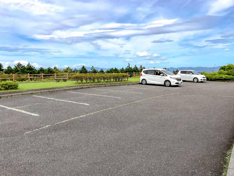 管理棟の駐車場