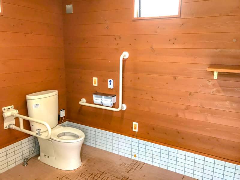 管理棟内トイレ