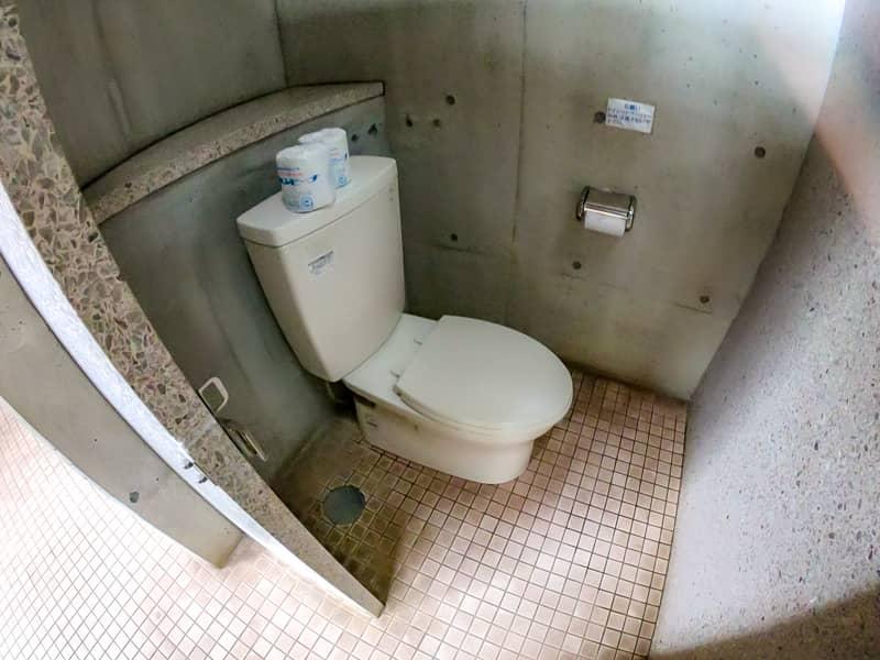 33トイレ2