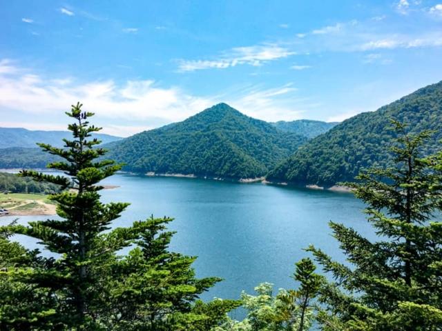 超人気の「岩尾内湖白樺キャンプ場」はテント泊無料で車の乗り入れ可能!