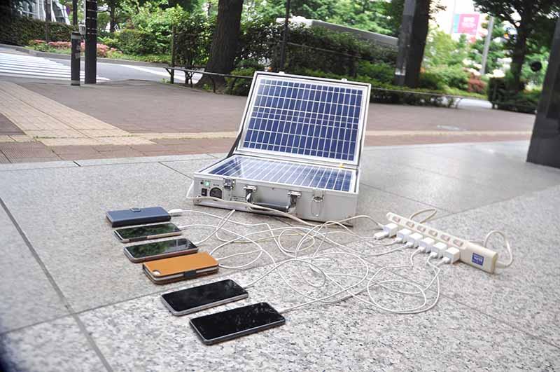 スマホも同時に複数台充電可能