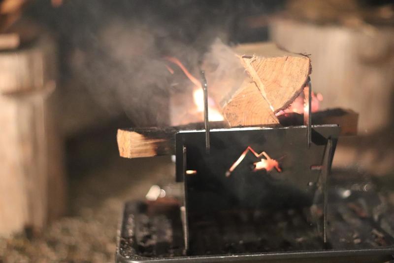 フォールマウンテン焚き火台ソロで焚き火