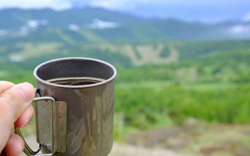 コーヒーとコップ