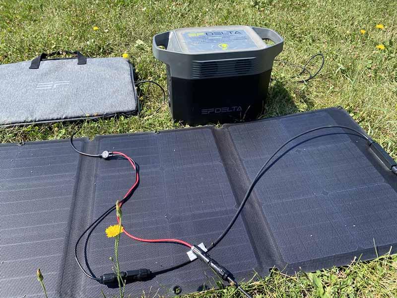 ソーラー発電でポータブル電源を充電