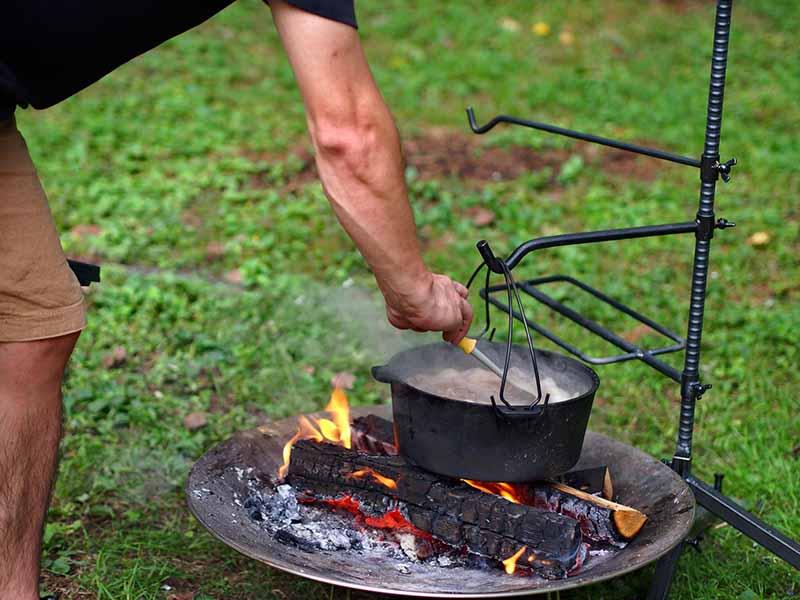 ハンキングとダッチオーブンと焚き火