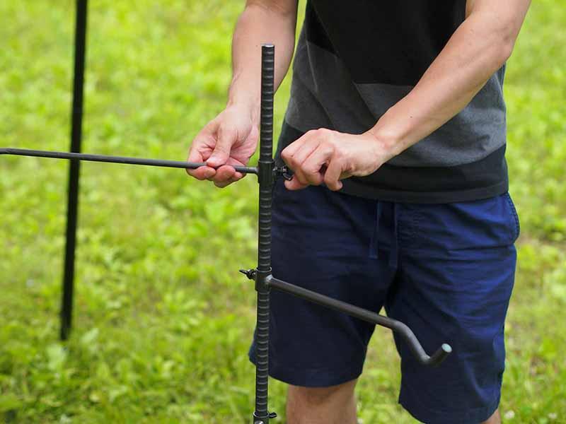 ハンキングのアームをネジで固定