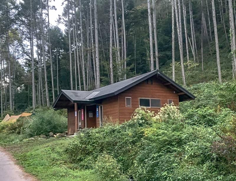 立場川キャンプ場のトイレ外観